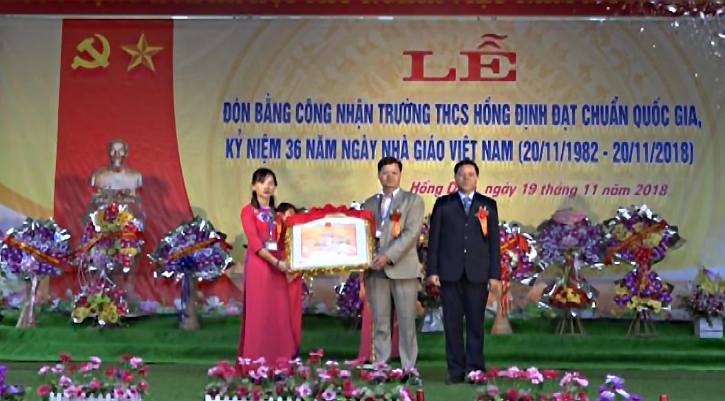 Quảng Uyên: Trường THCS xã Hồng Định đón Bằng công nhận trường chuẩn Quốc gia