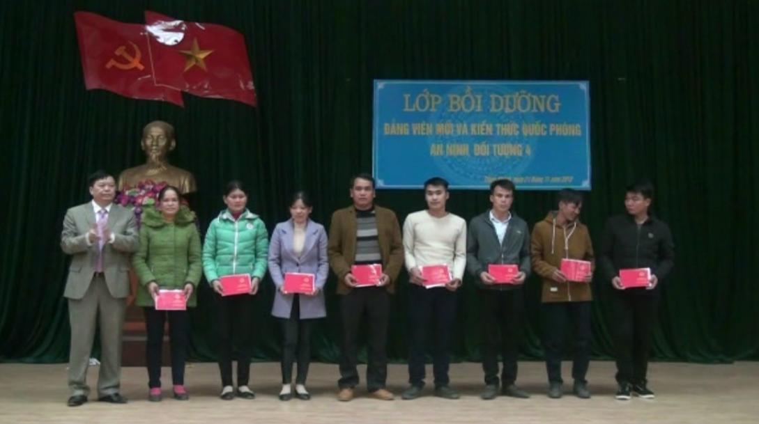 Trùng Khánh: Bồi dưỡng lý luận chính trị và kiến thức quốc phòng an ninh cho 77 đảng viên mới
