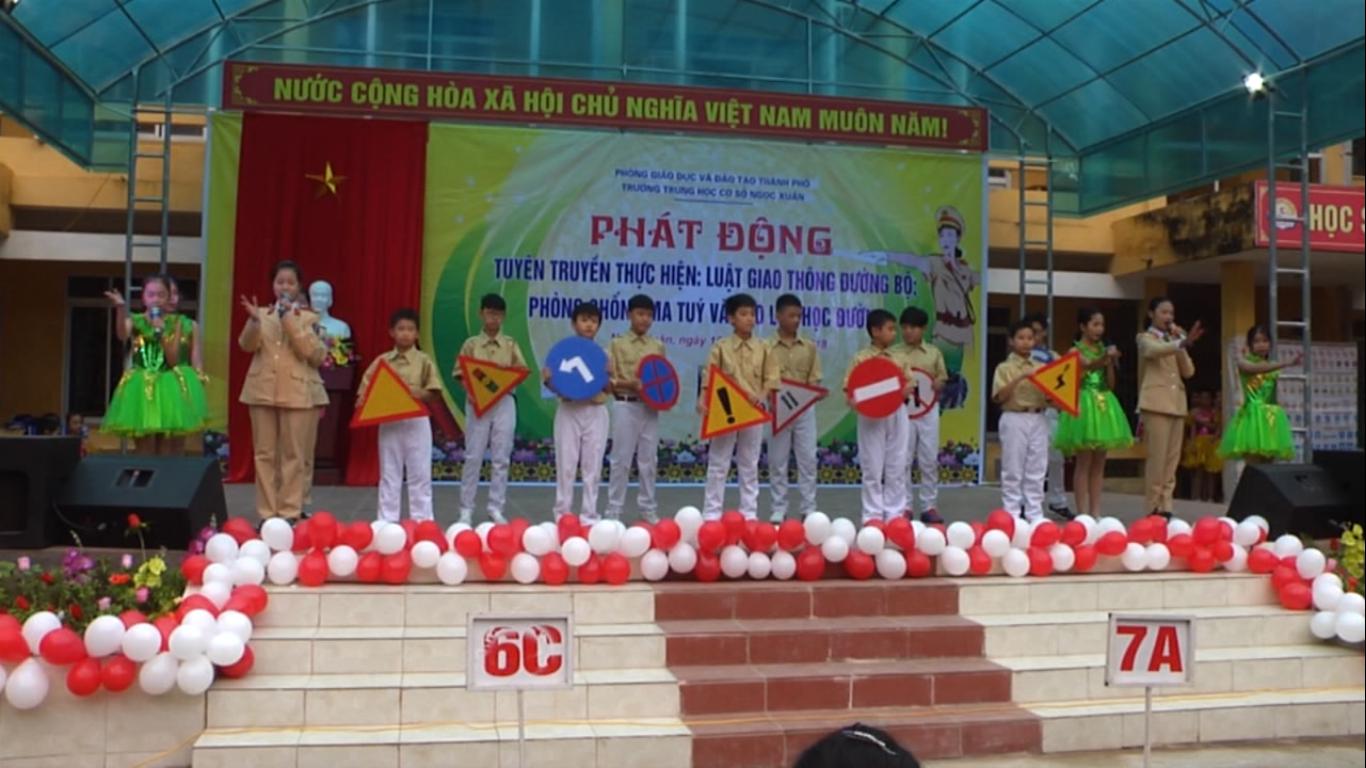 Trường THCS Ngọc Xuân (Thành phố): Ngoại khóa tuyên truyền Luật Giao thông đường bộ và phòng chống ma túy, bạo lực học đường