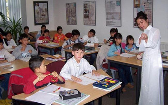 Ban hành chương trình dạy tiếng Việt cho người Việt Nam ở nước ngoài