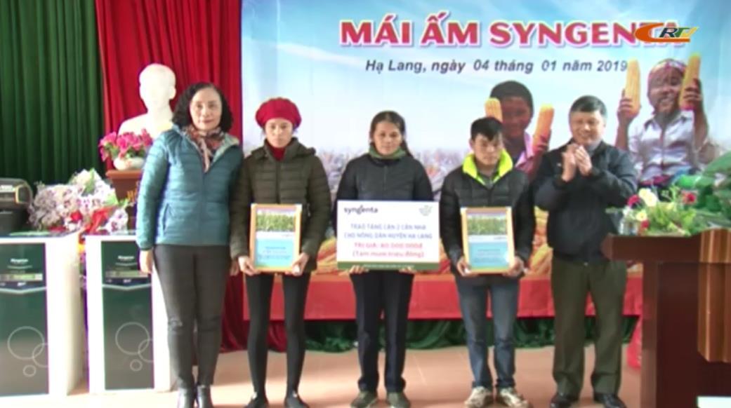 Trao nhà mái ấm và tặng quà tại huyện Hạ Lang