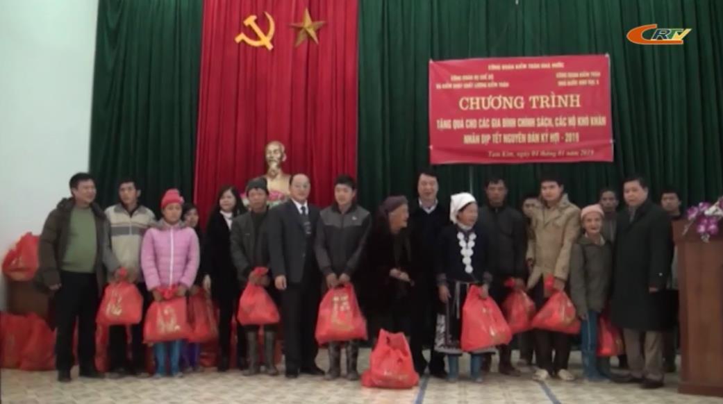 Công đoàn Kiểm toán Nhà nước: Tặng quà Tết cho hộ nghèo xã Tam Kim (Nguyên Bình)