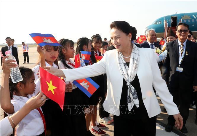 Chủ tịch Quốc hội đến Siem Reap, bắt đầu tham dự APPF-27
