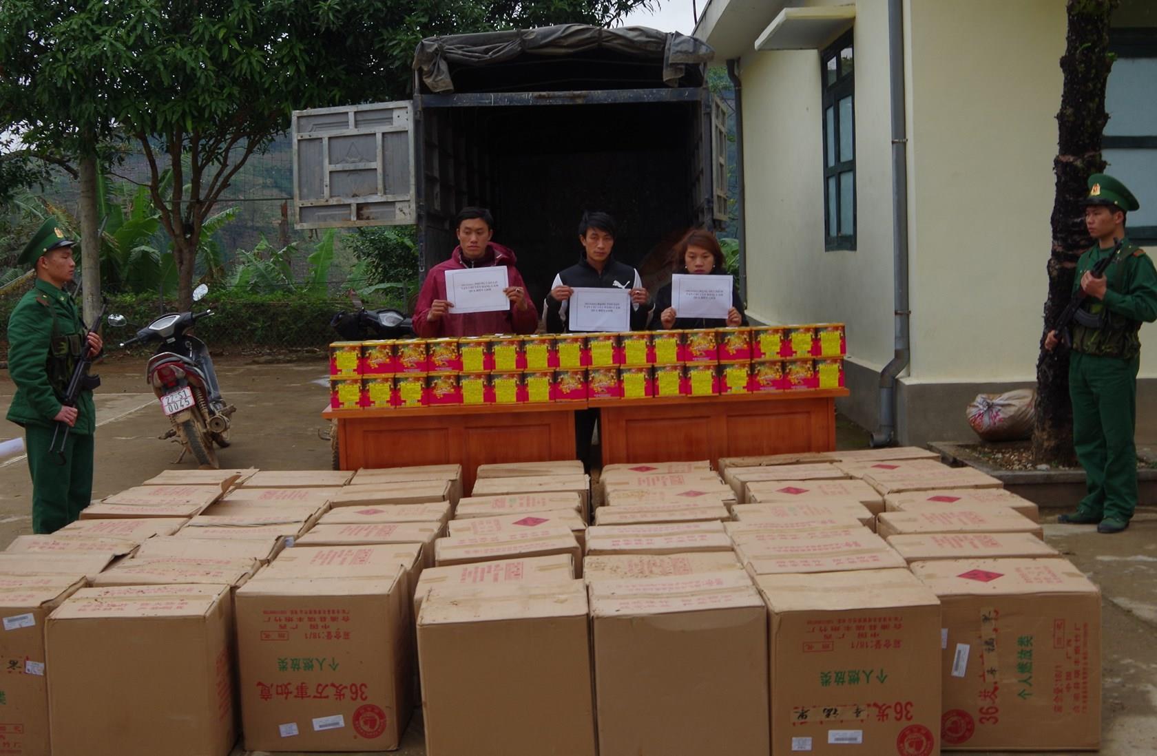 Bảo Lạc: Bắt 3 đối tượng vận chuyển hơn 1,3 tấn pháo Trung Quốc
