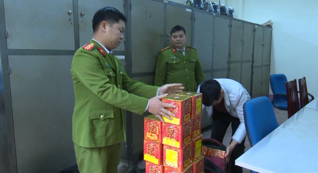 Bắt đối tượng vận chuyển 31 kg pháo hoa