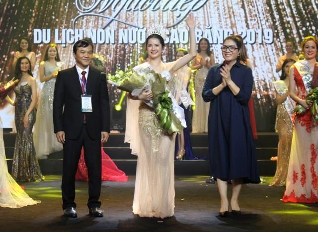 Nông Thị Thiêng đăng quang Người đẹp du lịch Non nước Cao Bằng 2019