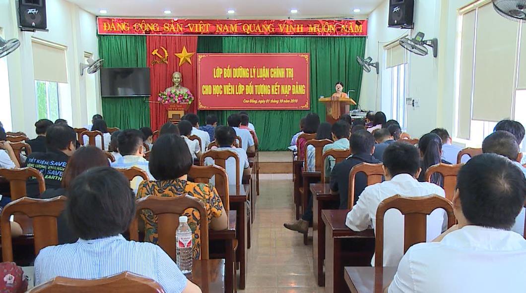 Đảng ủy Khối các Cơ quan và Doanh nghiệp tỉnh: Bế giảng lớp bồi dưỡng lý luận chính trị dành cho đối tượng kết nạp Đảng