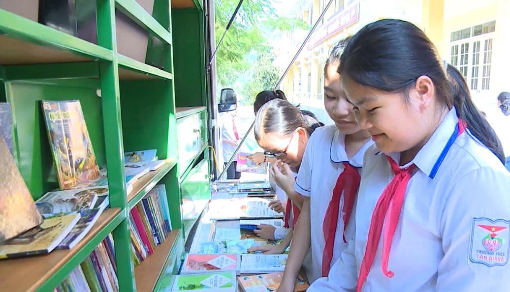 Thư viện tỉnh: Khai trương xe thư viện lưu động đa phương tiện