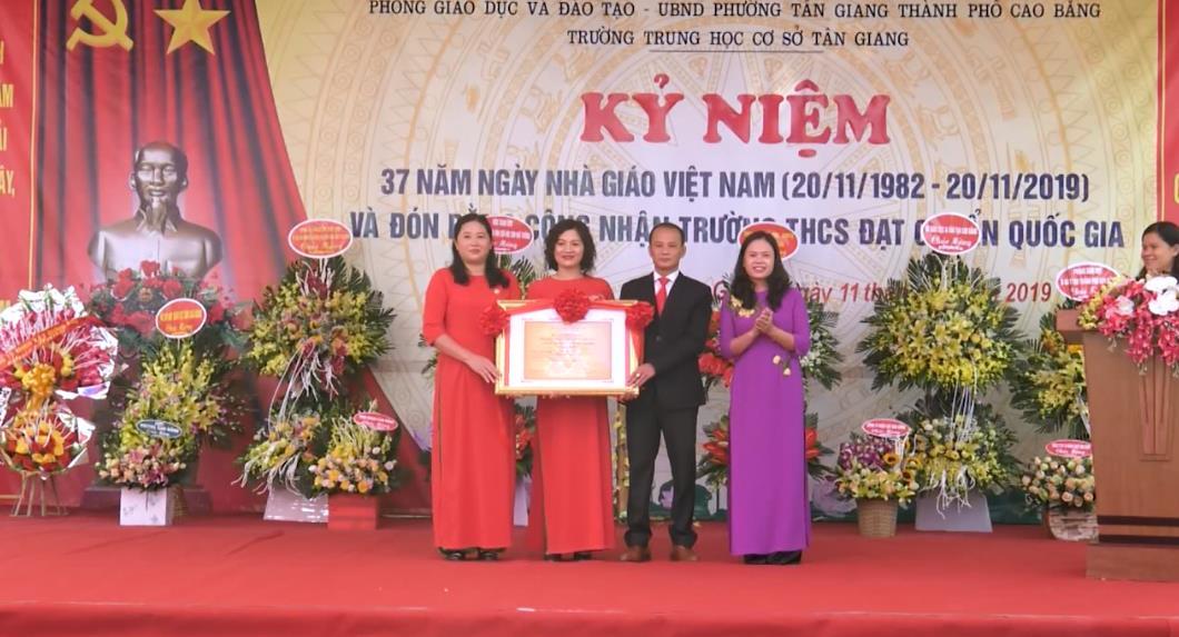 Thành phố: Trường THCS Tân Giang đón Bằng công nhận đạt chuẩn quốc gia