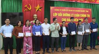 Đảng ủy Khối các Cơ quan và Doanh nghiệp tỉnh: Bế giảng lớp bồi dưỡng lý luận chính trị cho đảng viên mới