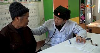 """Chương trình """"Hành quân về nguồn"""", tặng quà và khám chữa bệnh tại xã Tam Kim (Nguyên Bình)"""