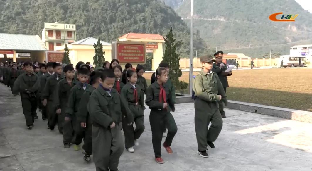"""Ngoại khóa """"Chúng em hành quân tiếp bước truyền thống Bộ đội Cụ Hồ"""""""