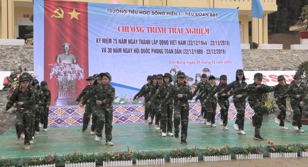 """Ngoại khóa """"Chúng em trải nghiệm cùng với người chiến sĩ Quân đội nhân dân Việt Nam"""""""