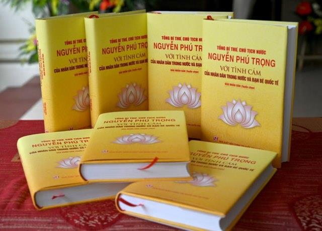 Trao tặng sách quý cho chiến sĩ quần đảo Trường Sa