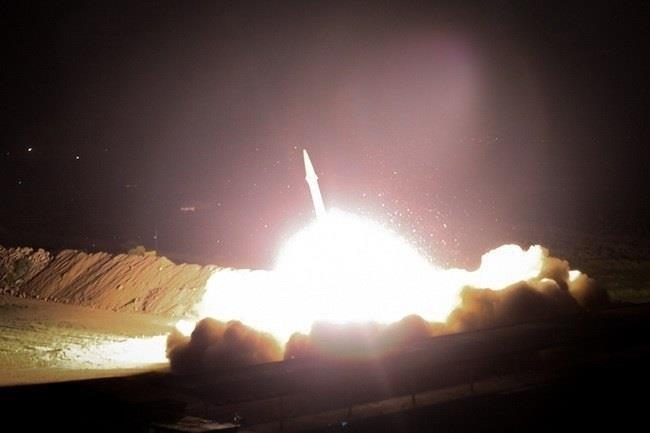 Iran nã hàng chục quả tên lửa vào căn cứ quân sự Mỹ ở Iraq