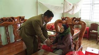 Bảo Lạc: Trao tặng hơn 1.200 suất quà cho hộ gia đình có công với cách mạng, đối tượng bảo trợ xã hội