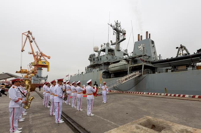 Tàu Hải quân Hoàng gia Anh HMS Enterprise thăm Việt Nam