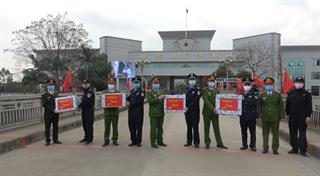 Tặng 5.000 khẩu trang cho Tổng đội Phòng chống ma túy - Ty Công an Khu tự trị dân tộc Choang Quảng Tây, Trung Quốc
