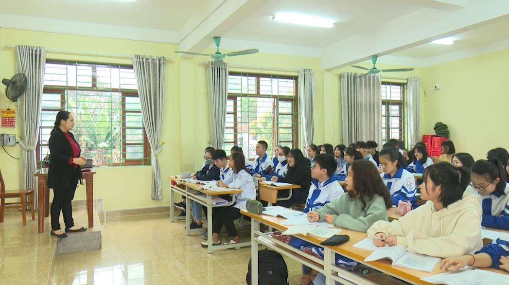 Học sinh THPT đi học trở lại sau thời gian tạm nghỉ do dịch Covid-19