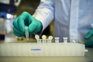 Đức có thể sản xuất vaccine liều thấp chống virus SARS-CoV-2