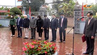 Đoàn đại biểu thành phố Cao Bằng dâng hương, dâng hoa tại Khu lưu niệm Anh hùng liệt sĩ Hoàng Đình Giong