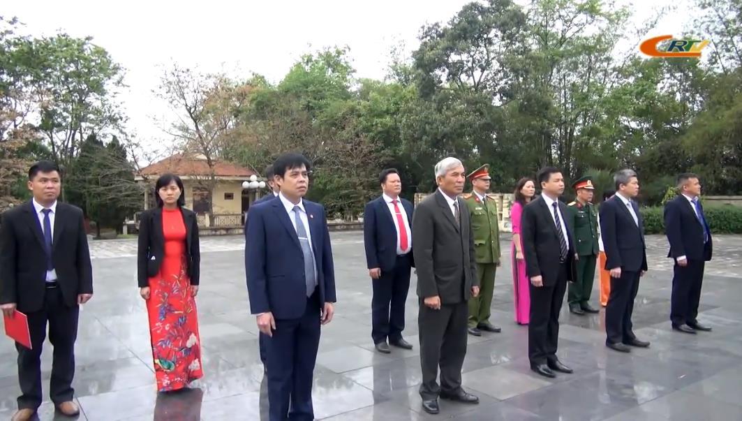 Đoàn đại biểu huyện Hòa An dâng hương, dâng hoa Đền thờ Chủ tịch Hồ Chí Minh và viếng Nghĩa trang Liệt sĩ huyện Hòa An