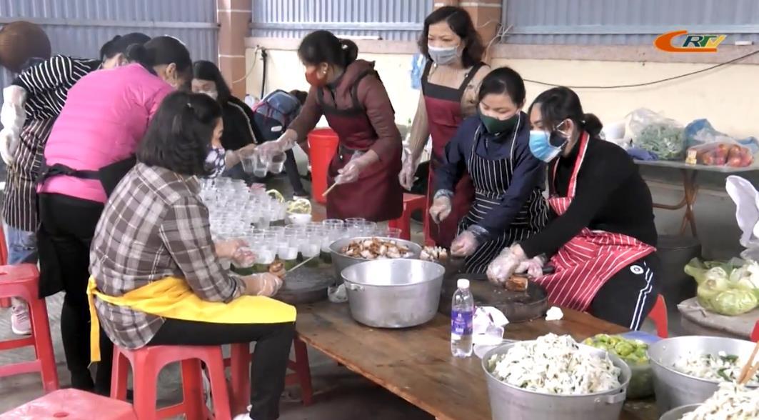 Người dân thành phố Cao Bằng chung tay, góp sức phòng, chống dịch COVID-19