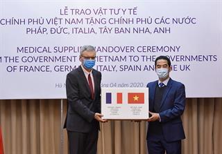 Việt Nam tặng các nước châu Âu hơn nửa triệu khẩu trang kháng khuẩn
