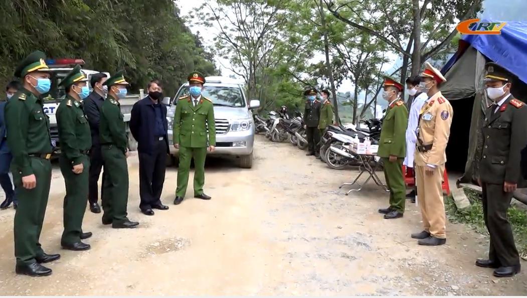 Chủ tịch UBND tỉnh Hoàng Xuân Ánh kiểm tra các chốt phòng, chống dịch COVID-19