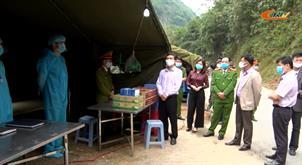 Phó Chủ tịch UBND tỉnh Nguyễn Trung Thảo kiểm tra các chốt, trạm phòng chống dịch COVID-19