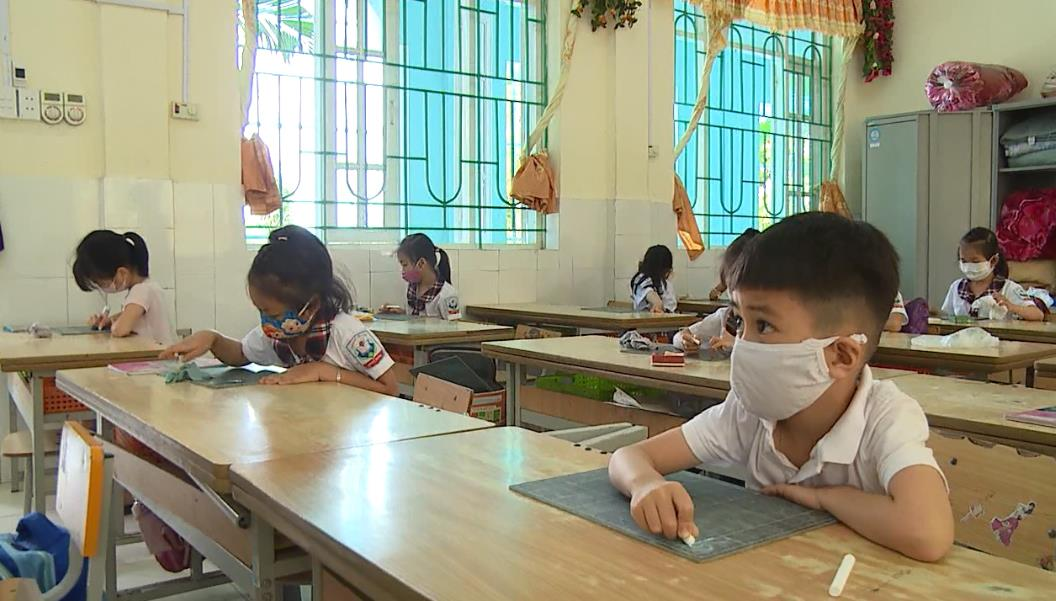 Học sinh các cấp trở lại trường học sau thời gian dài nghỉ phòng dịch