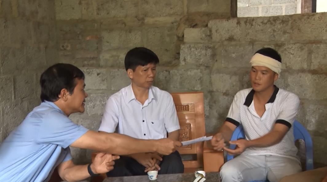 Thăm hỏi, hỗ trợ các gia đình có người bị tai nạn lao động tại huyện Trùng Khánh
