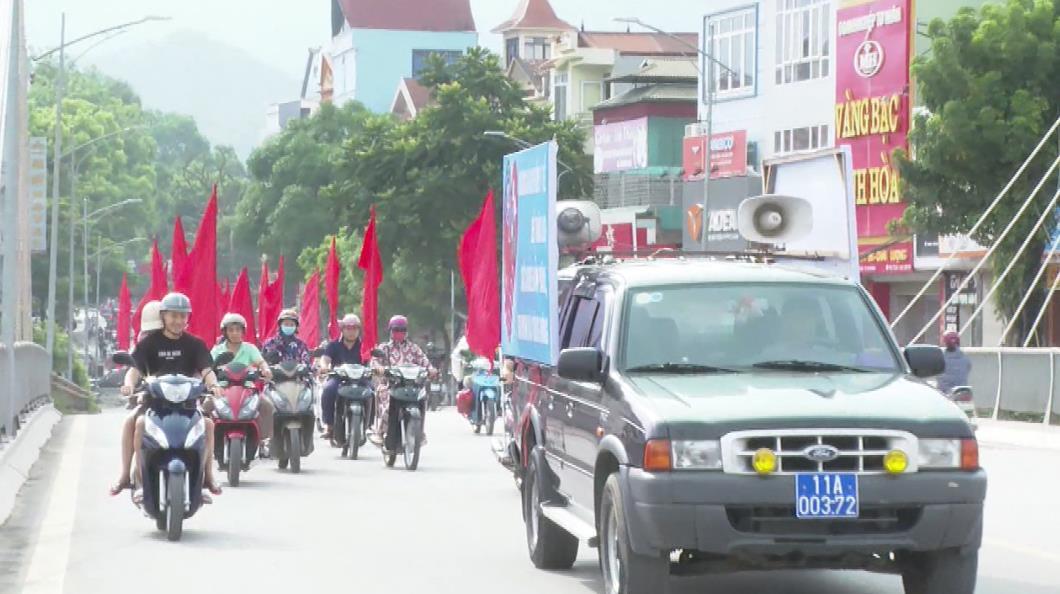 Cổ động, diễu hành hưởng ứng Ngày Bảo hiểm y tế Việt Nam