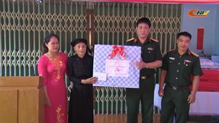 Bàn giao nhà tình nghĩa cho gia đình mẹ liệt sỹ Nông Thị Ban