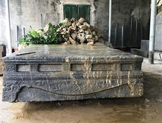 Phát hiện sập đá cổ từ thế kỷ XVI