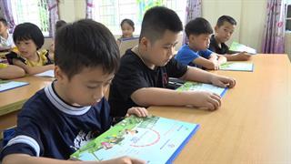 Công ty Điện lực Cao Bằng tặng 5.600 cuốn vở cho học sinh tiểu học