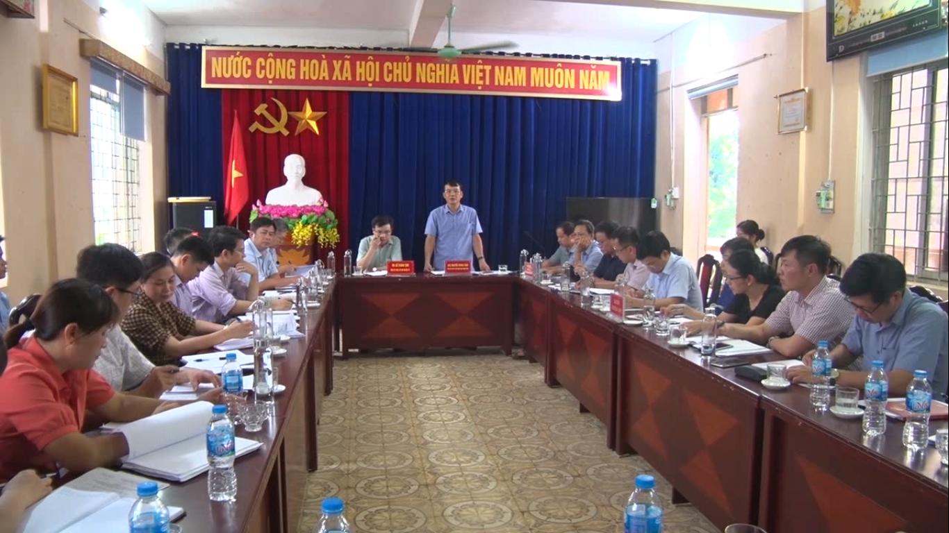 Phó Chủ tịch UBND tỉnh Nguyễn Trung Thảo kiểm tra tình hình xây dựng nông thôn mới tại xã Đức Long, huyện Hòa An