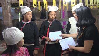 Bảo Lạc: Động viên, trao tiền hỗ trợ gia đình có 02 người tử vong do điện giật