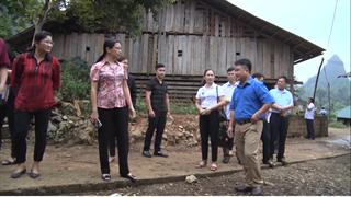 Ủy ban Mặt trận Tổ quốc tỉnh giám sát việc hỗ trợ kinh phí di dời chuồng trại gia súc ra khỏi gầm sàn nhà ở tại huyện Hà Quảng