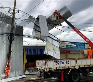 Huy động lực lượng hỗ trợ khắc phục nhanh hậu quả bão số 5