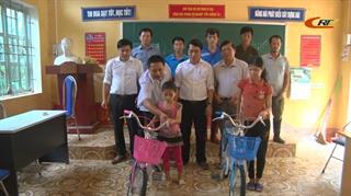 Hòa An: Trao tặng xe đạp cho con hội viên nông dân nghèo