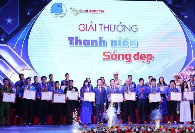 """84 thanh niên tiêu biểu nhận giải thưởng """"15 tháng 10"""" và """"Thanh niên sống đẹp"""""""