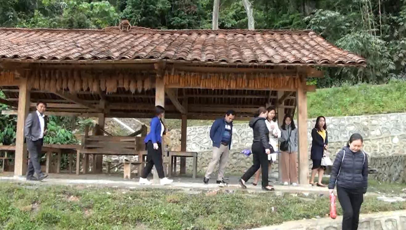 Khảo sát, đánh giá tình hình phát triển du lịch cộng đồng tại xóm Hoài Khao (Nguyên Bình)