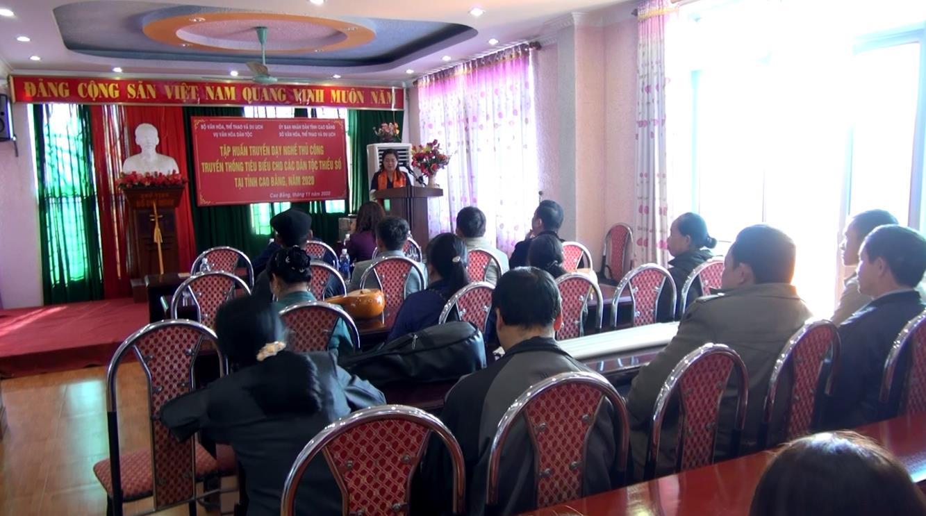 Tập huấn truyền dạy nghề thủ công truyền thống cho các dân tộc thiểu số