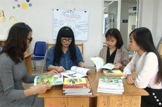 Tổ chức cho giáo viên tham gia góp ý các bản mẫu sách giáo khoa lớp 2, lớp 6