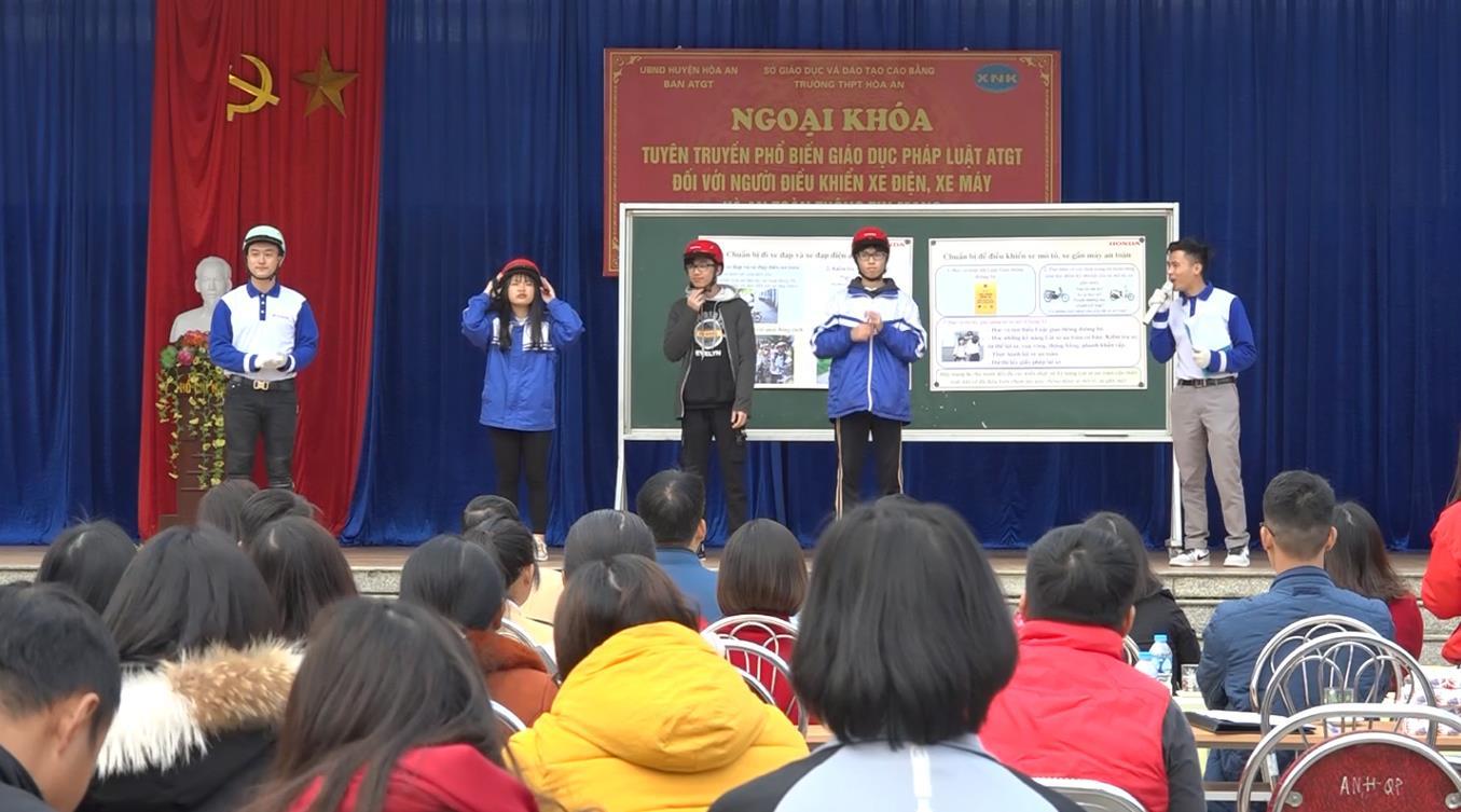 Trường THPT Hòa An: Ngoại khóa tuyên truyền an toàn giao thông và an toàn thông tin mạng