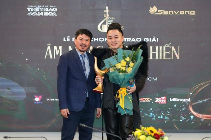 Ca sĩ Tùng Dương thắng lớn tại Giải Âm nhạc Cống hiến 2021