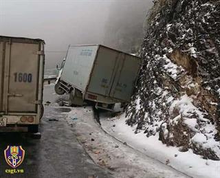 Cục Cảnh sát giao thông khuyến cáo: Cẩn trọng lái xe khi sương mù, thời tiết xấu