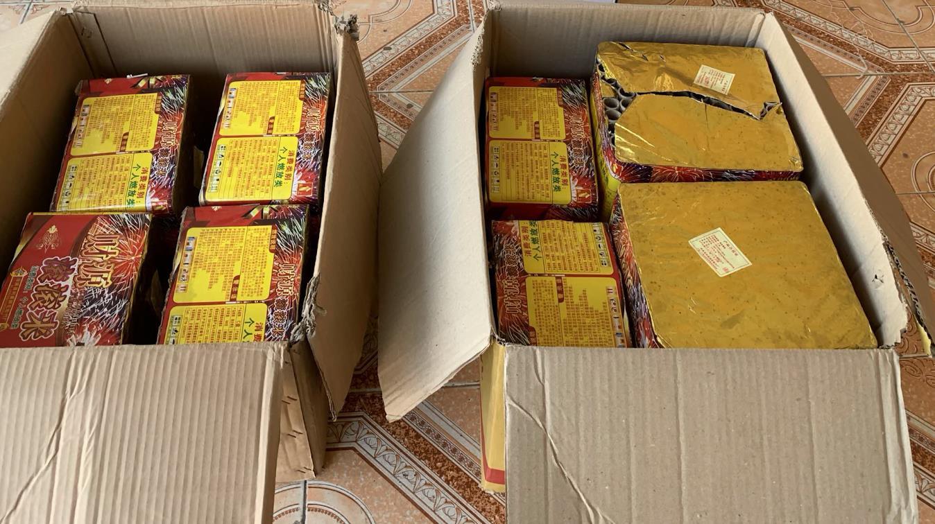 Trùng Khánh: Bắt vụ vận chuyển 48 kg pháo hoa nổ