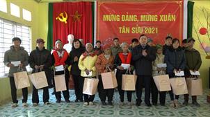 Phó Bí thư Thường trực Tỉnh ủy Triệu Đình Lê thăm, chúc tết, tặng quà tại huyện Hà Quảng